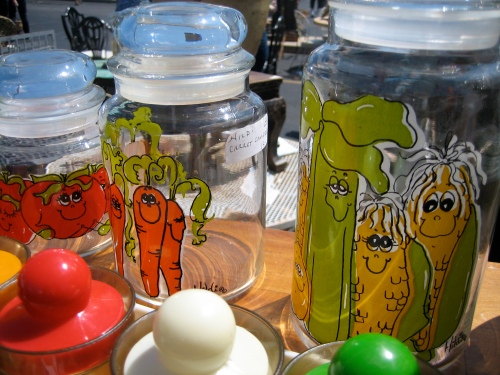 Do these vegetables looked stoned? Either way I love these jars, and I swear my parents had the full set of glasses