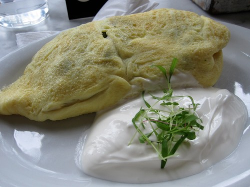 Goat cheese and asparagus omelette